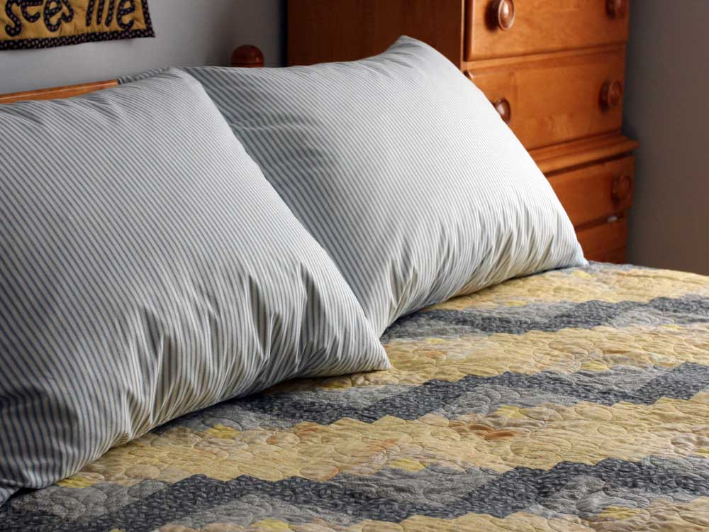 DOWNLITE Old Fashion Granny Feather Pillow